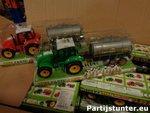 PARTIJ FARMTOYS TRACTOR MET AANHANGER