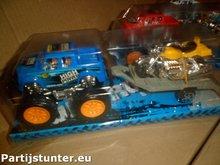 PARTIJ OFF ROAD SUPER SUVS MET AANHANGER + MOTOR